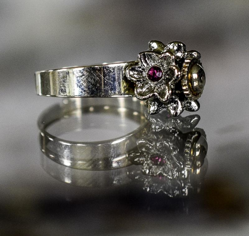 ring zilver met roos en paarse steen